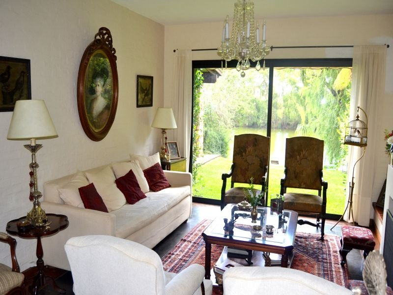Sitting-of-Lake-House-in-Carrasco-Montevideo