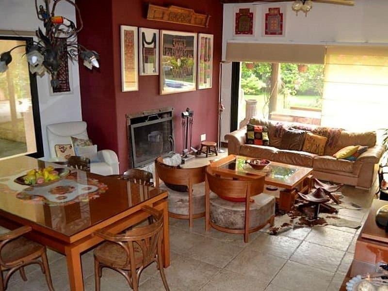 1511-Livingroom-of-Large-Home-in-Jardines-Montevideo
