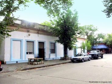 1529-Front-of-Corner-House-for-Remodeling-Montevideo