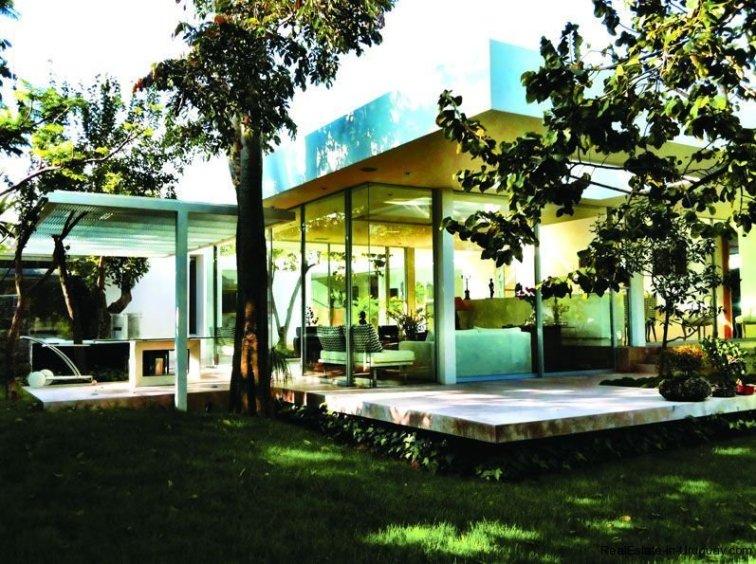 20005-Backyard-of-Modern-Villa-in-Tumbaco