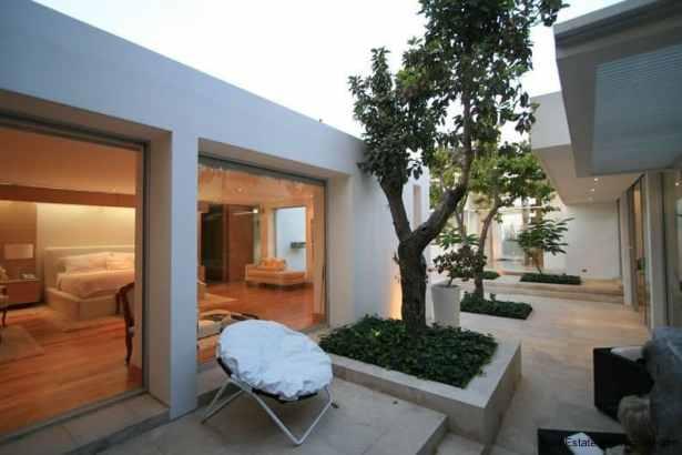 20005-Side-of-Modern-Villa-in-Tumbaco