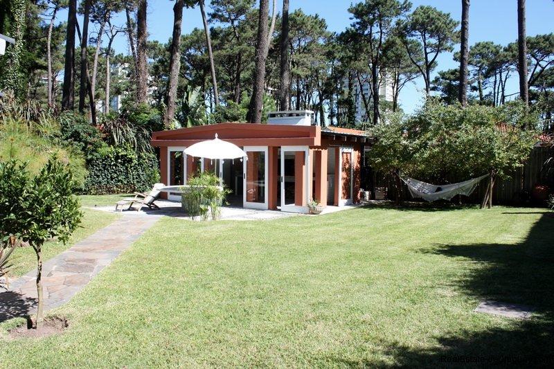 Terrace-of-Charming-Bungalow-in-Punta-del-Este