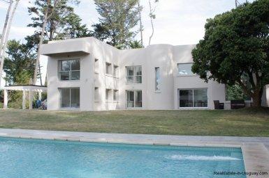 5641-Backyard-of-Large-Cubic-Home-in-Punta-del-Este
