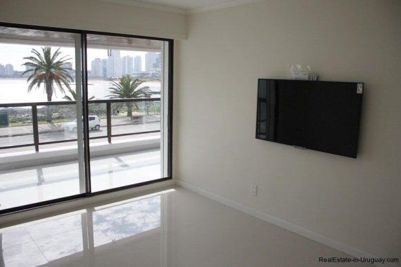 5656-TV-room-of-Sea-View-Condo-Punta-del-Este