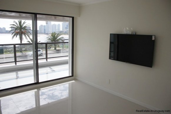 5656-TV-room-of-Sea-View-Condo-Punta-del-Este