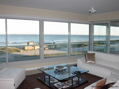 Oceanviews from Large Apartment on Brava Punta del Este