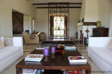 4693-Chacra-San-Carlos-Area-Living