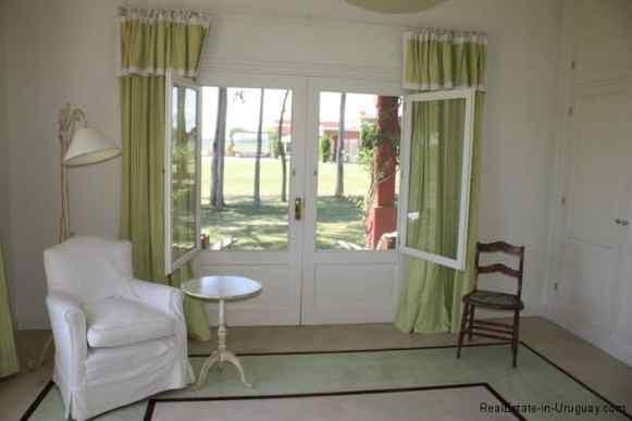 4693-Chacra-San-Carlos-Area-Room