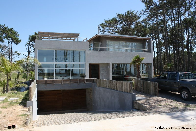 Modern House in Pinar del Faro Jose Ignacio