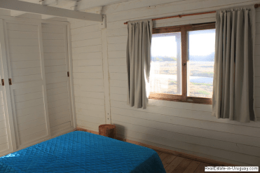 5668-Bedroom-of-Wood-Beach-House-La-Juanita