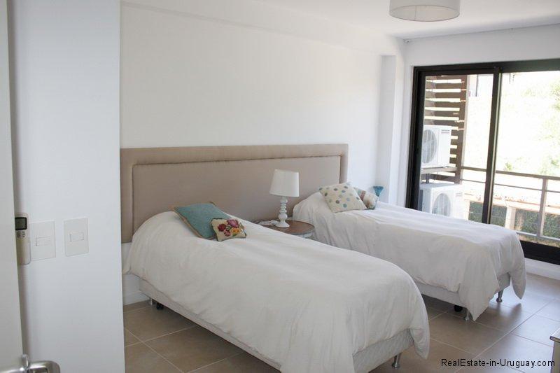 5683-Guestroom-of-Sea-View-Apartment-Punta-Ballena