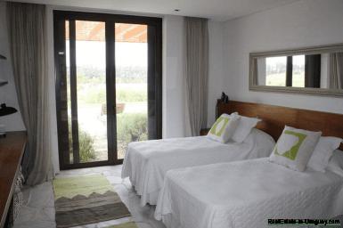 5685-Guestroom-of-Amazing-Villa-in-Fasano