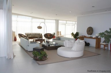 5737-Living-in-Large-Penthouse-on-Brava