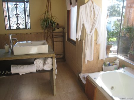 5740-Bathroom-of-Stone-House-La-Arbolada