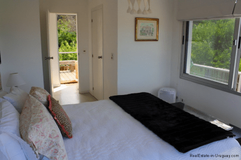 Small-Beach-House-Santa-Monica-Bedroom2
