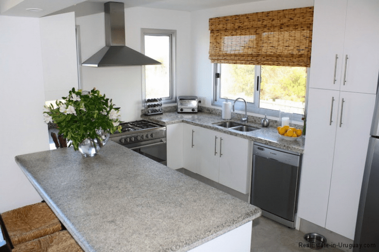Small-Beach-House-Santa-Monica-Kitchen