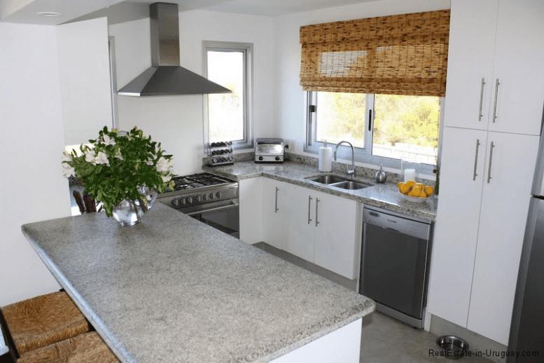 Small-Beach-House-Santa-Monica-Kitchen