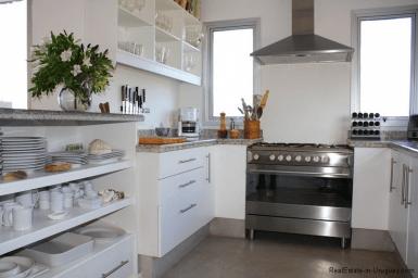 Small-Beach-House-Santa-Monica-Kitchen2