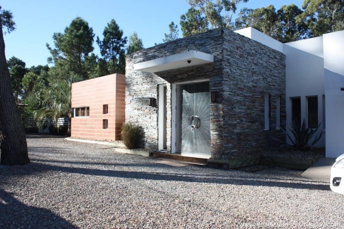 Modern Home in Parque Burnett - Entrance