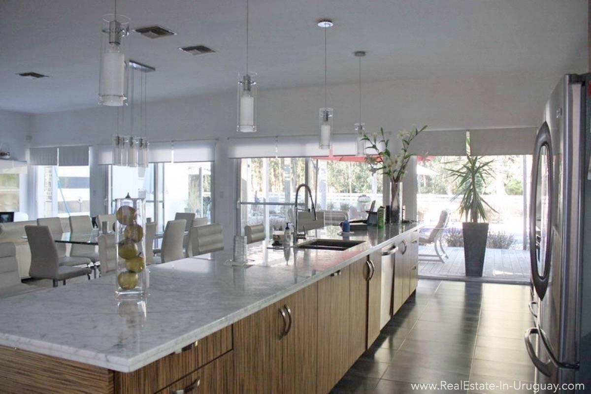 Modern Home in Parque Burnet - Kitchen