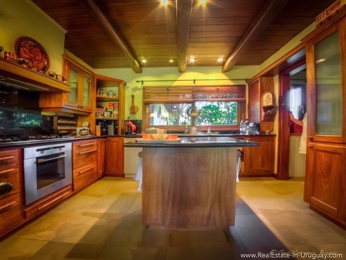 Beautiful Estancia with Vineyard - Kitchen