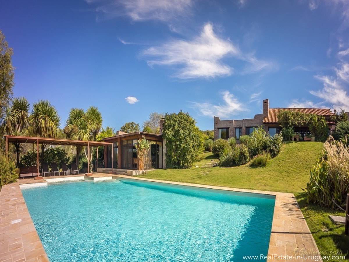 Beautiful Estancia with Vineyard - Pool and House