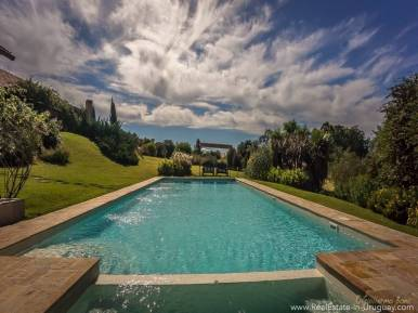 Beautiful Estancia with Vineyard -Pool