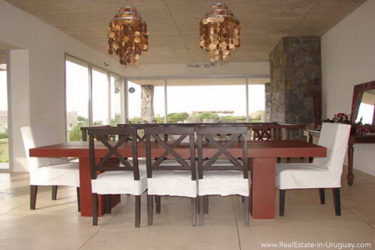Modern Beach House Club del Mar - Dining Room