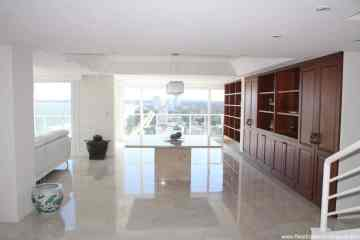 Spectacular Remodeled Penthouse with stunning Sea Views on Mansa