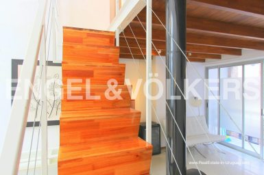 Renovated Townhouse in Historic Building in Montevideo