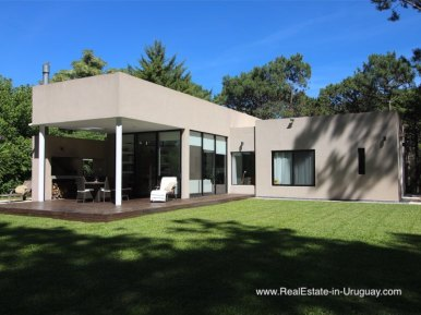 Modern Home Overlooking the Golf Course Club del Lago by Punta Ballena