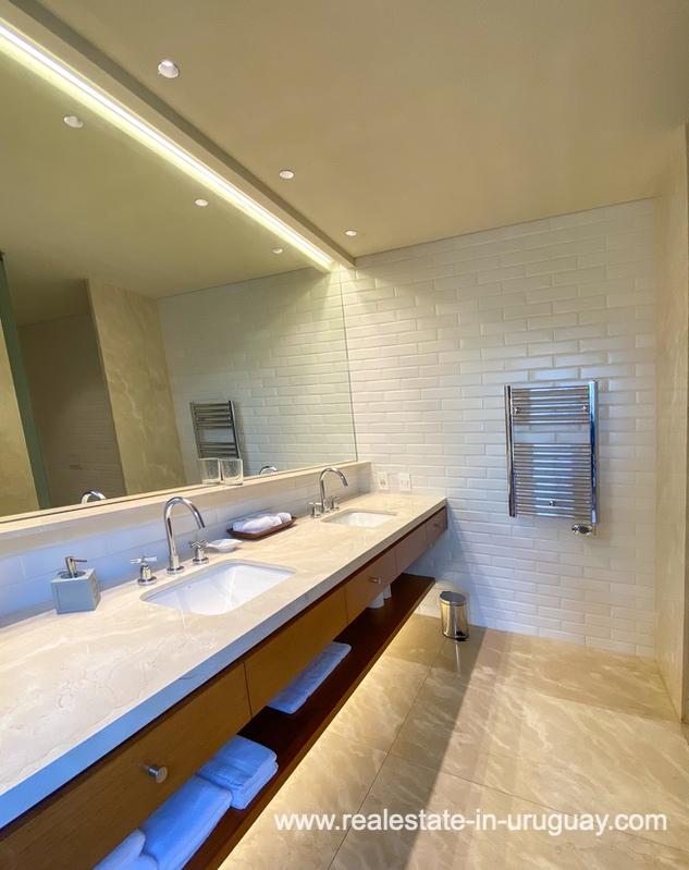 Main bathroom of Las Carcavas