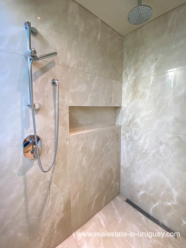 Guest shower of Las Carcavas