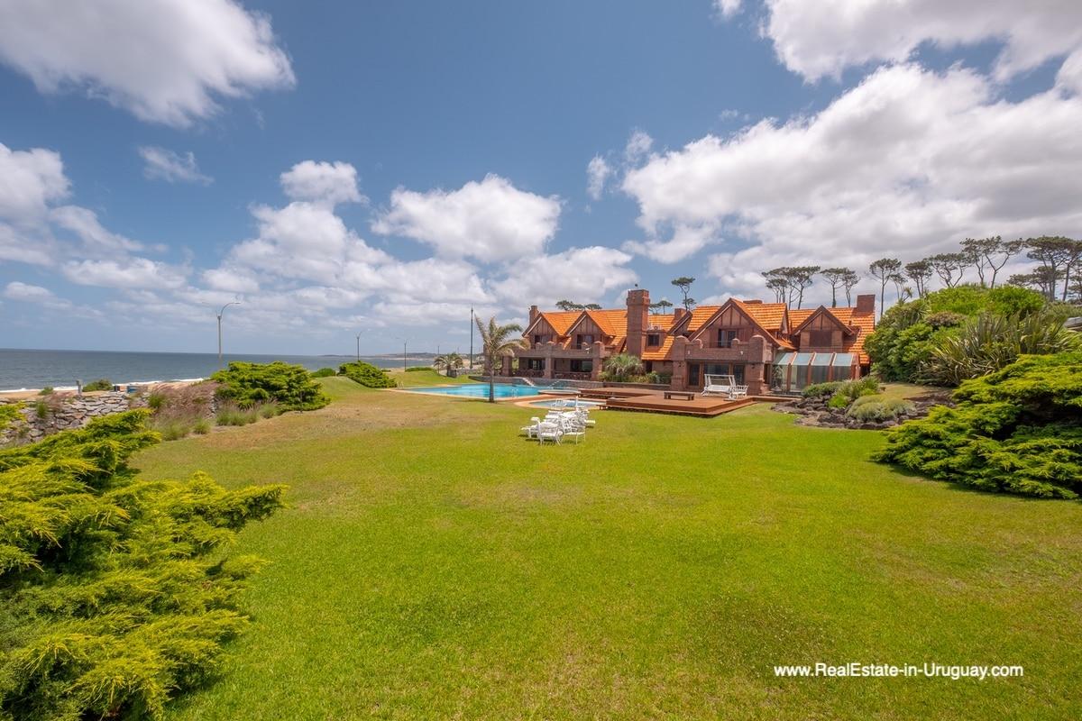 Garden of Frontline Estate on the Mansa Beach in Punta del Este with incredible Views