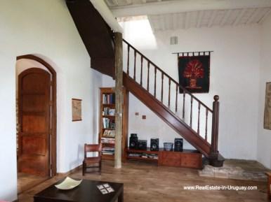 Historic RenovatedStaircase of Farm House by Pueblo Eden