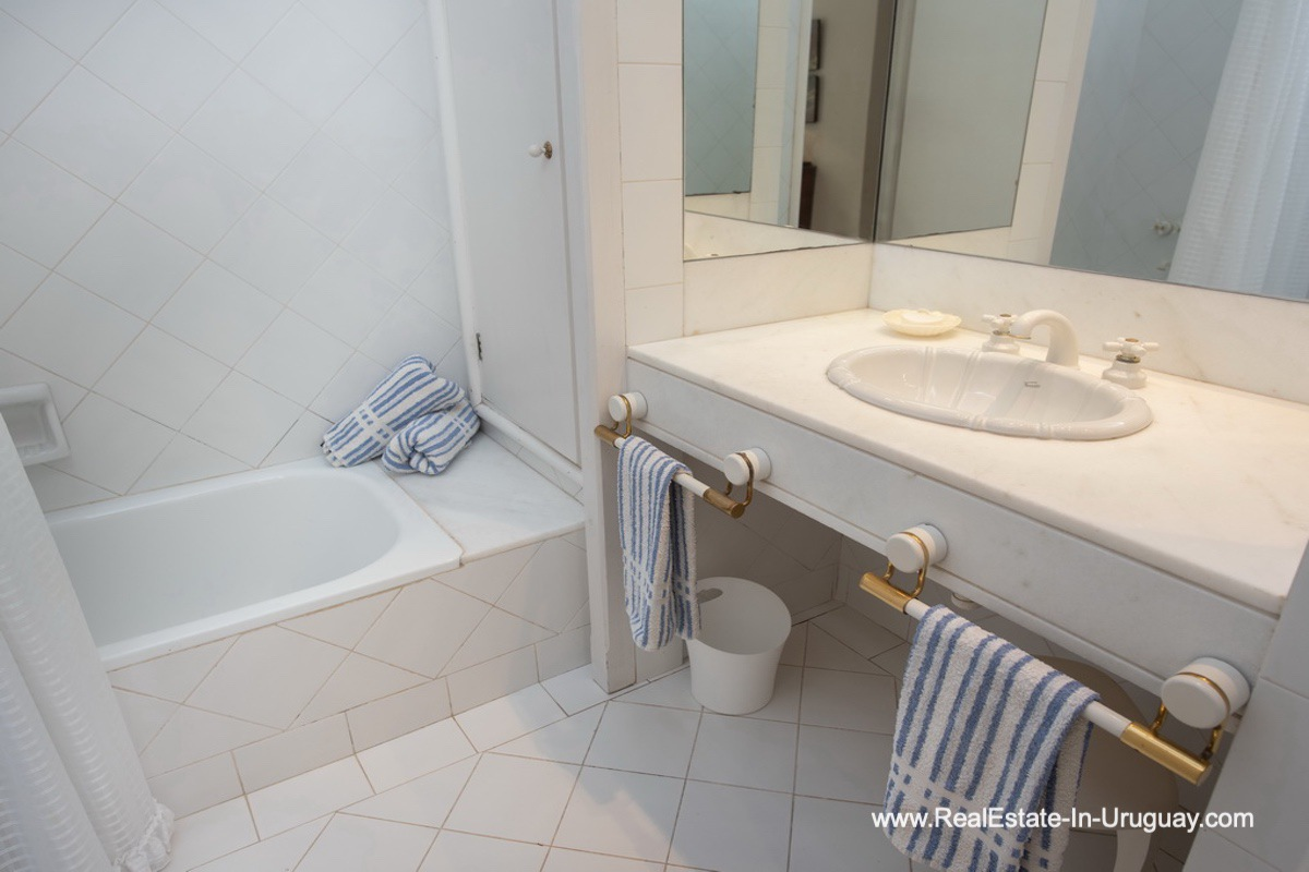 Guest Bathroom of Home near the Beach in La Barra