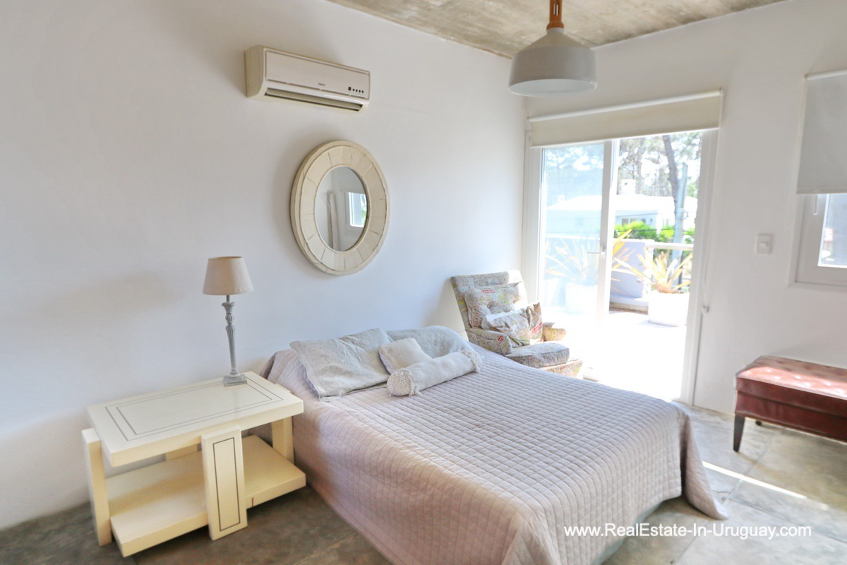 Guest Bedroom of Modern Home in the Montoya Area by La Barra
