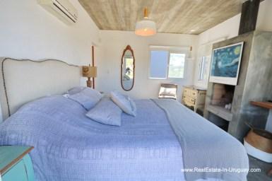 Modern Home in the Master Bedroom of Montoya Area by La Barra