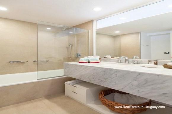 Guest bathroom of Apartment opposite the Ocean in Punta del Este