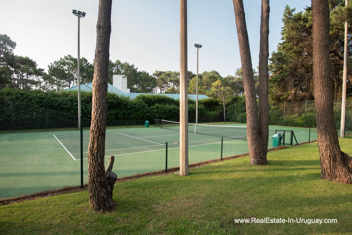 Tennis of Spacious Apartment on the Brava in Punta del Este