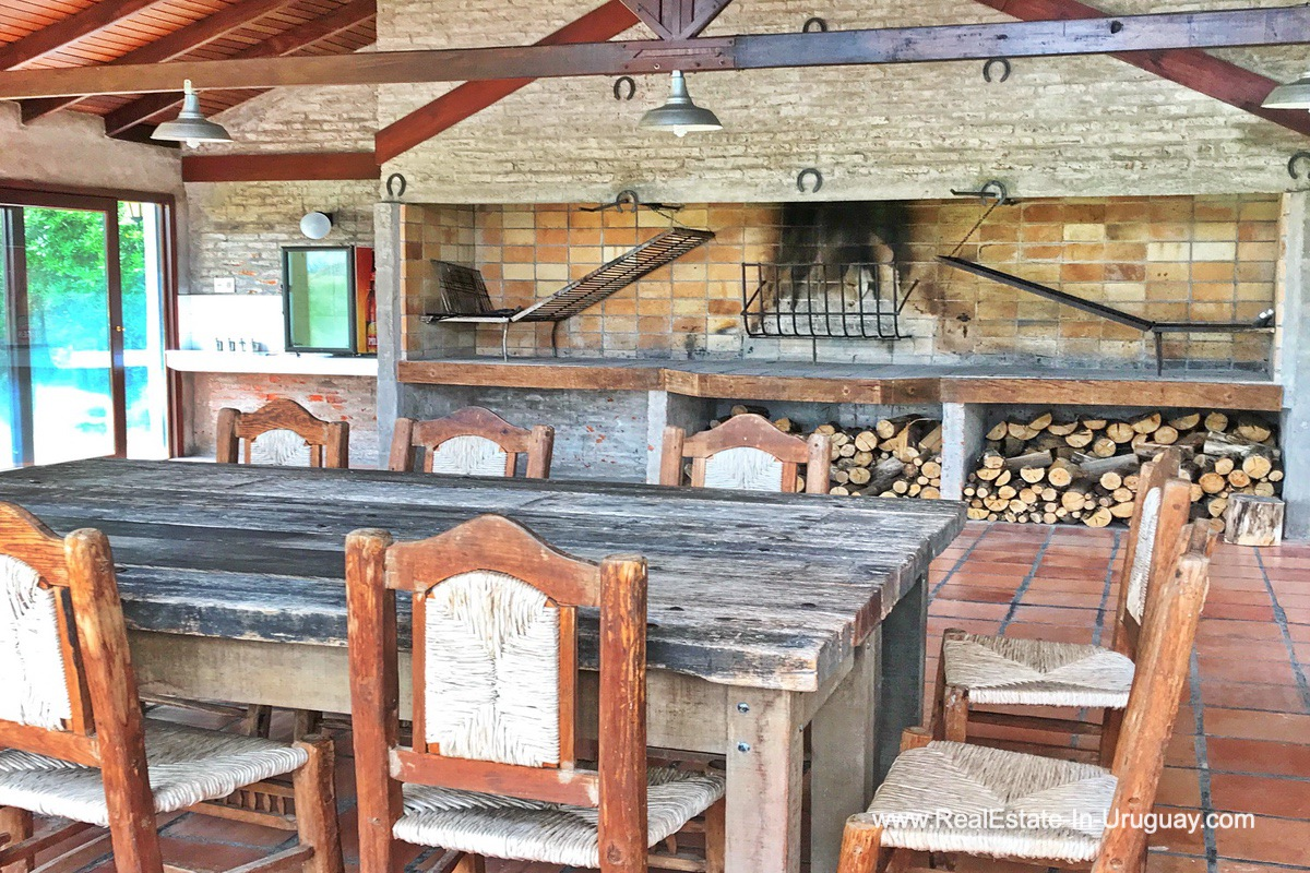 BBQ House of Estancia along the Jose Ignacio River