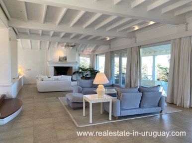 Living of Large Oceanfront Villa in Punta Ballena