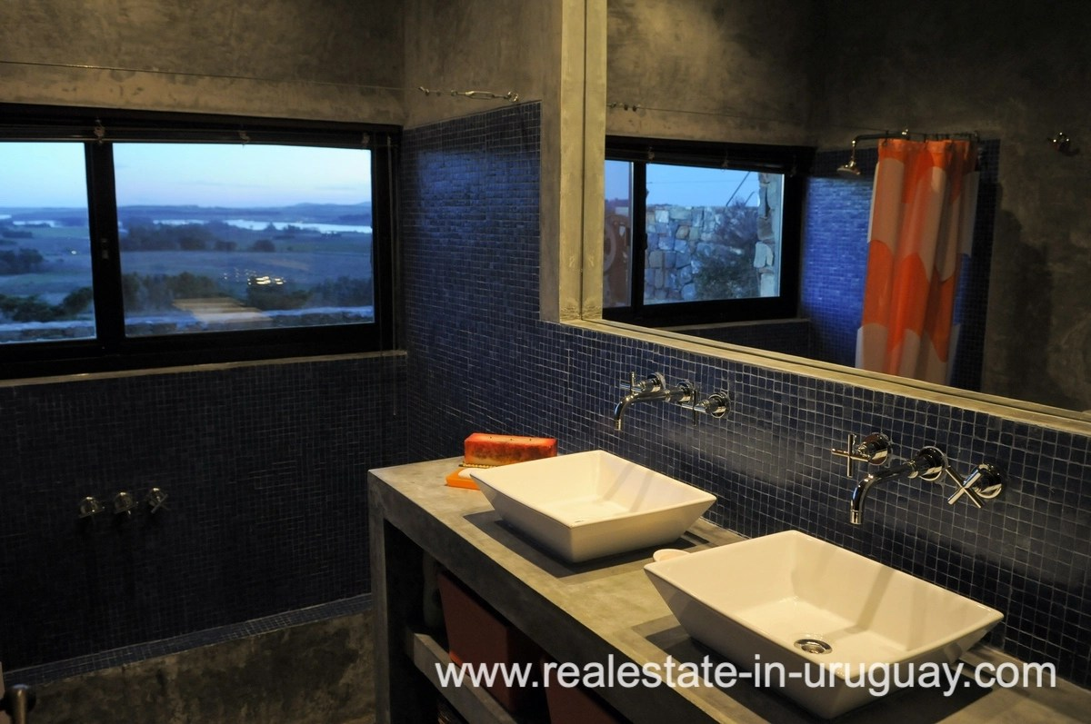 Bath of Spectacular Farm situated on a Hill by Laguna del Sauce