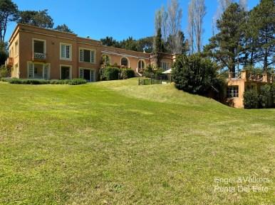 4925 Italian Villa in EL Golf Punta del Este - House outside