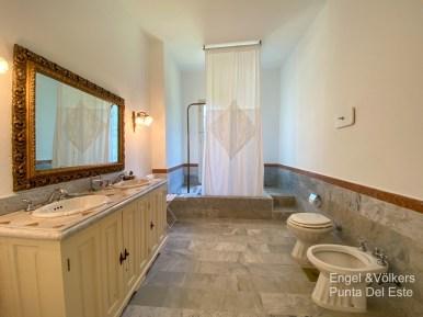 4925 Italian Villa in EL Golf Punta del Este - Master Bathroom