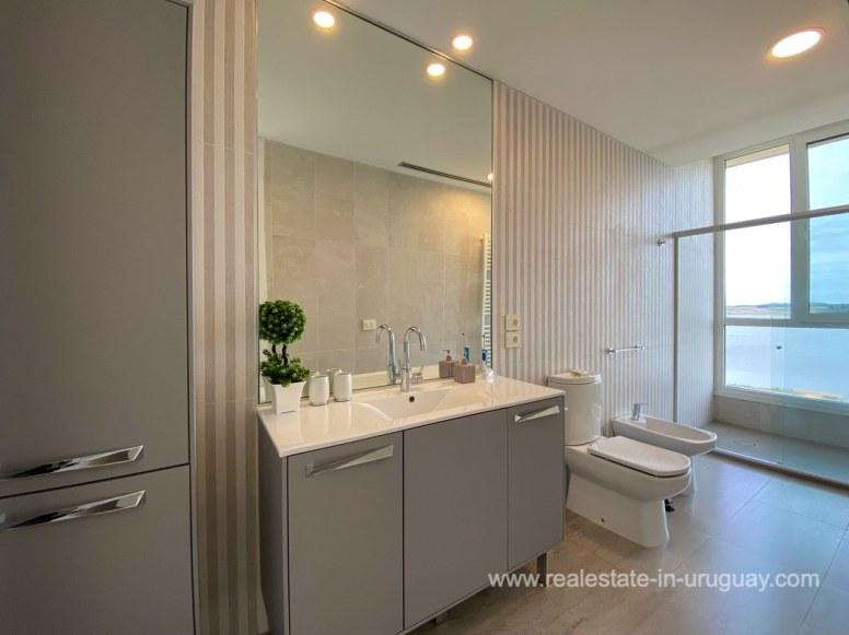 6854 Modern House on Laguna del Sauce - Bathroom3