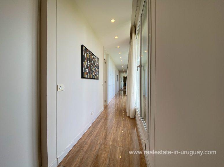 6854 Modern House on Laguna del Sauce - Hallway upstairs2
