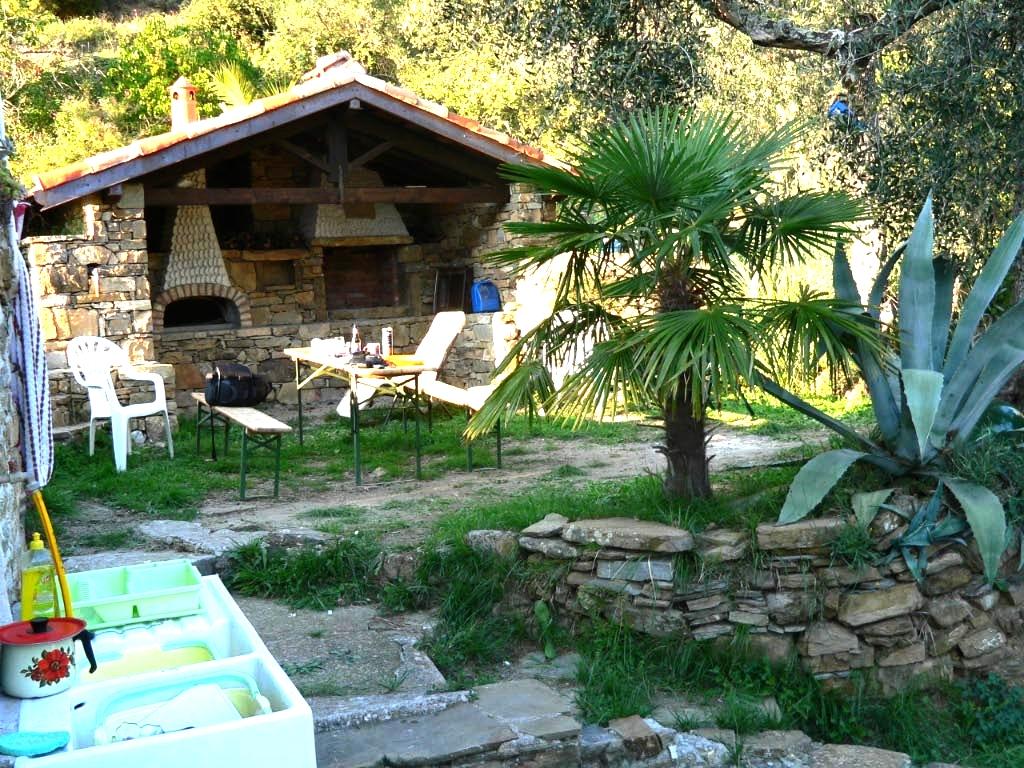 Rustico in pietra in luogo tranquillo e suggestivo  Agenzia Immobiliare Martini Isolabona