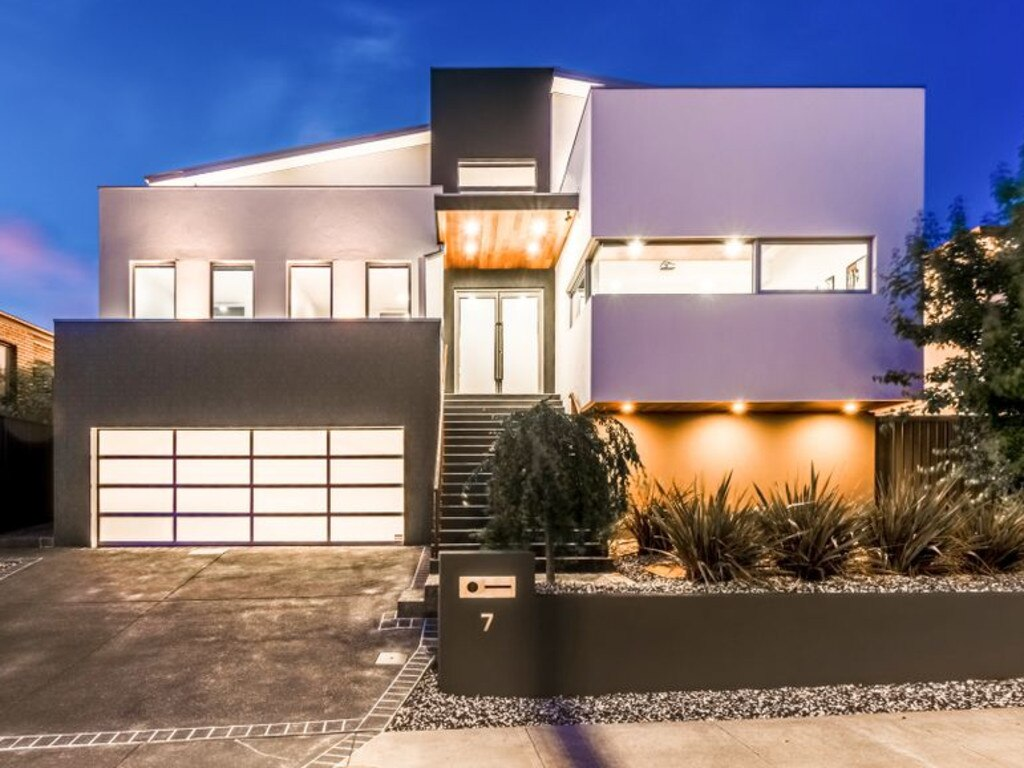 Massive Canberra Home With 10 Car Garage Attracts Hundreds Realestate Com Au