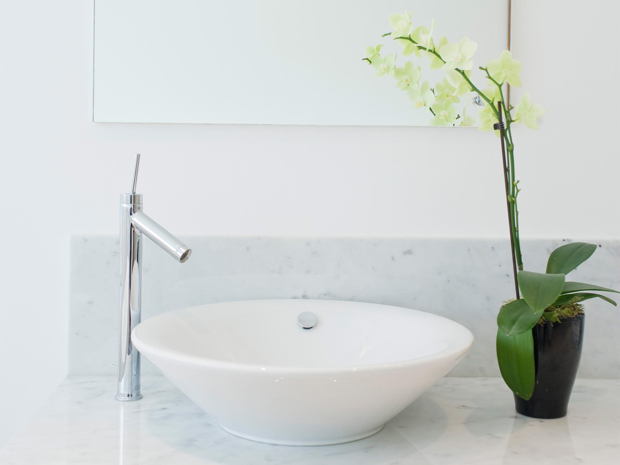 how to clean a bathroom sink 7 bathroom basin cleaning hacks
